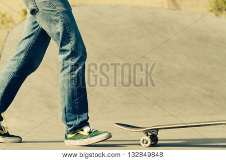 Skateboarder going to look for his table