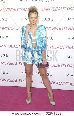 LOS ANGELES - JUN 3:  Kelli Berglund at the Maybelline New York Beauty Bash at the The Line Hotel on June 3, 2016 in Los Angeles, CA