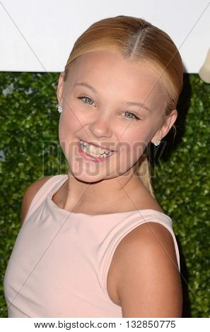 LOS ANGELES - JUN 4:  JoJo Siwa at the 2016 Ladylike Women of Excellence Awards Gala at the Beverly Hilton Hotel on June 4, 2016 in Beverly Hills, CA