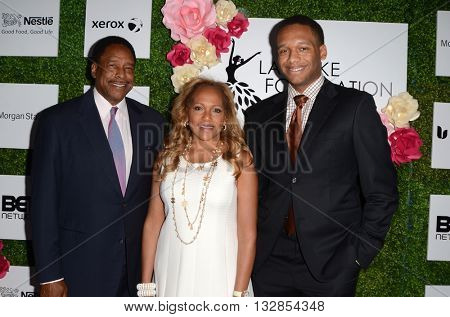LOS ANGELES - JUN 4:  Dave Winfield, Tonya Winfield, Guest at the 2016 Ladylike Women of Excellence Awards Gala at the Beverly Hilton Hotel on June 4, 2016 in Beverly Hills, CA