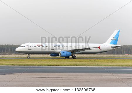 Airbus Metrojet Airlines A321 Makes Taxiing