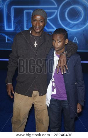 LOS ANGELES - DEC 11: Tommy Davidson, son Isaiah at the world premiere of 'Tron' held at the El Capitan Theatre in Los Angeles, California on December 11, 2010