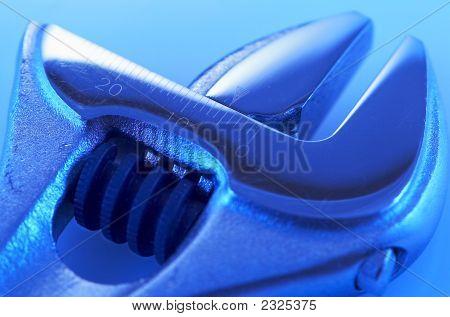 ferramenta de precisão mecânica com azul