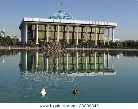 Tashkent Majlis And Pond 2007