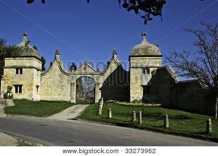 St James' Church Gate, Chipping Campden, England