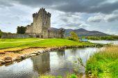 Постер, плакат: Замок Росс с отражением в Co Керри Ирландия
