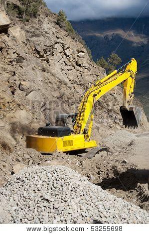 Heavy road construction elevator machine