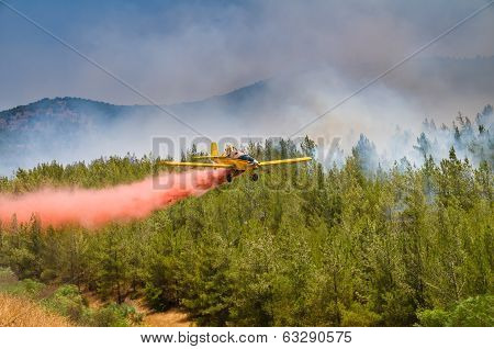 firefighter plane sprays pink quencher powder wildfire
