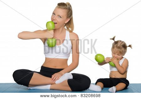 Family Trains The Weights Of Green Apples