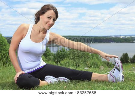 A woman sport in the field and playing sports