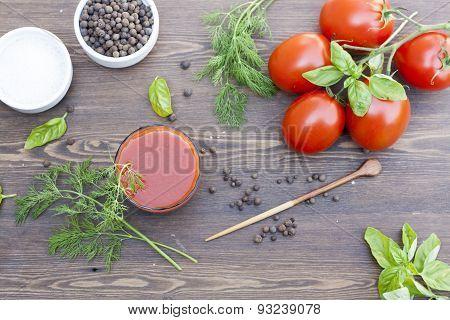 Tomato juice and tomatos