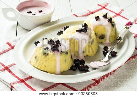 Quick Dessert Of Cottage Cheese With Yogurt Sauce And Currants