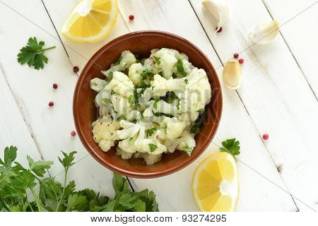Cauliflower with garlic and parsley in lemon sauce