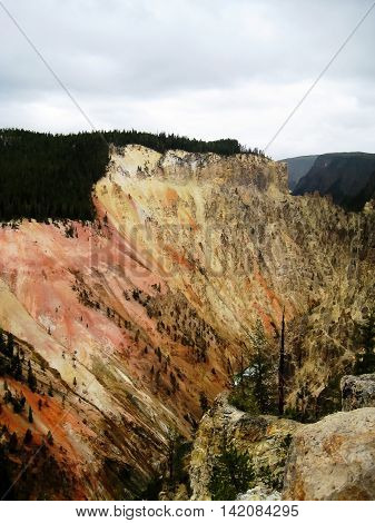 Colours of the Grand Canyon of the Yellowstone in Yellowstone National Park (Wyoming, USA)