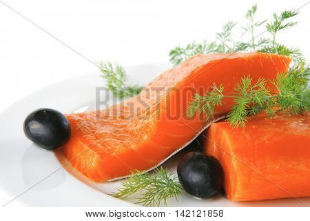 smoked salmon chunk with olives and fennel