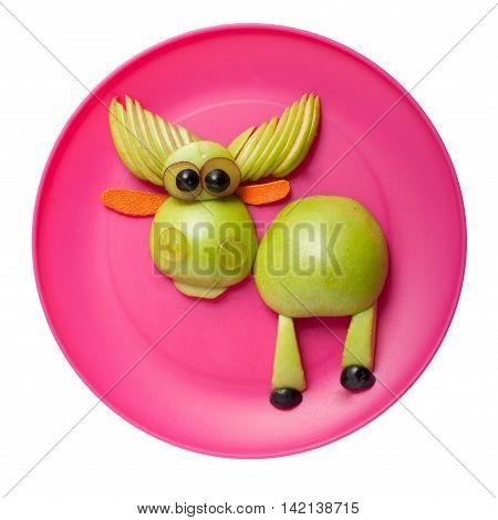 Gunny elk made of green apple on pink plate