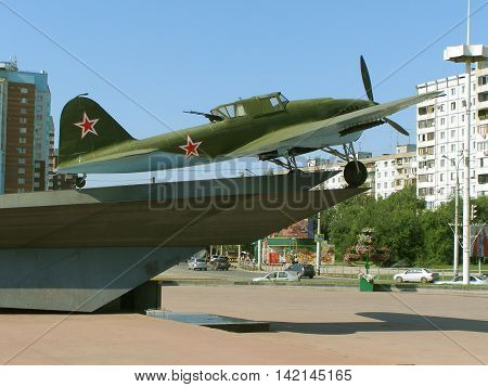 aircraft of world war II the IL-2 with the office for an arrow against an attack from the rear on the pedestal were to 2014 in Samara city was later dismantled