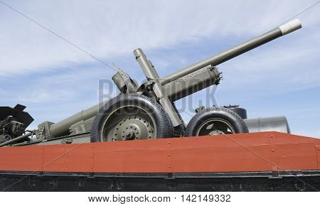 Artillery gun first half of the 20th century on the train