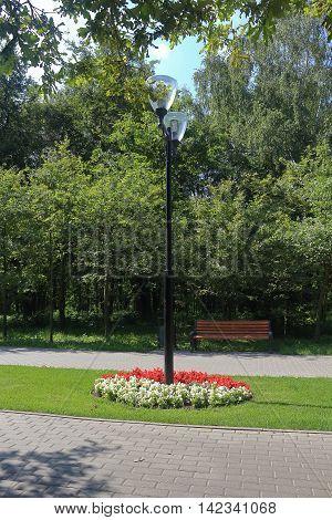 The streetlight at the park walkway photo