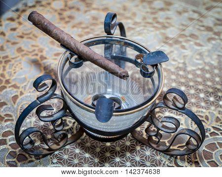 Ancient Vintage Metal rustic Tobbacco ash tray