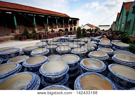 Pattern on flowerpots at Pottery factory look so beautiful.