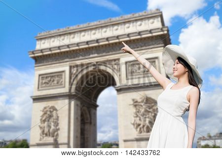 young woman wear dress and smile with Arc de Triomphe