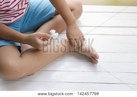 Child wound on leg and druging wounds on wooden white background,Top view and close up1