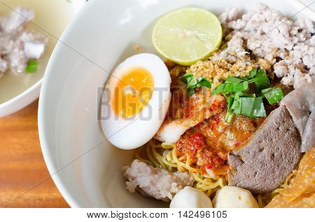 thai food name yellow noodles tom yum