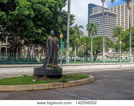 HONOLULU, HI - AUG 6:  Queen Lili'uokalani Statue outside of the Hawaii State Capitol Building in Honolulu, Hawaii on August 6, 2016. Queen Liliuokalani was the last monarch of the Hawaiian islands.