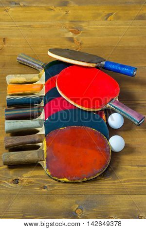 a bunch of tennis rackets for table tennis ball
