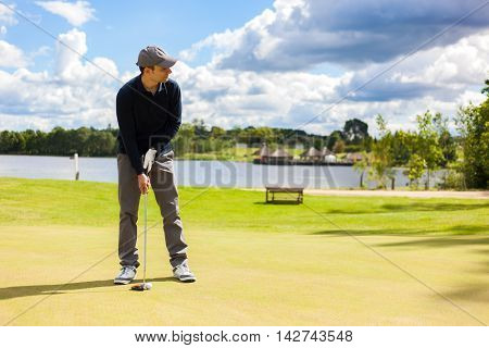 Golf player aiming for the hole