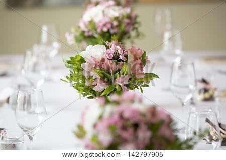 wedding banquet table flower decoration in a restaurant