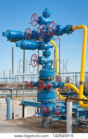 Equipment for the production of natural gas in the construction of the gas in the gas field bush