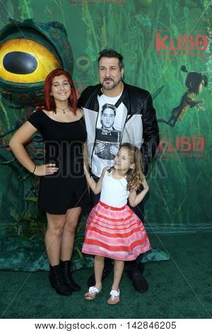 LOS ANGELES - AUG 14:  Kelly Baldwin, Joey Fatone, Kloey Fatone at the