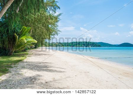 Blue sea and white sand beach at Koh Mak, Trat Thailand.