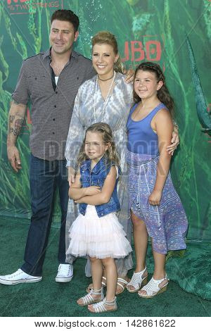 LOS ANGELES - AUG 14: Justin Hodak, Jodie Sweetin, Beatrix Carlin Sweetin Coyle, Zoie Laurel May Herpin at the premiere of 'Kubo and the Two Strings' on August 14, 2016 in Los Angeles, CA