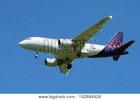 ST. PETERSBURG, RUSSIA - JUNE 29, 2015: Airbus A319-111 (OO-SSU) Brussels Airlines in the blue sky