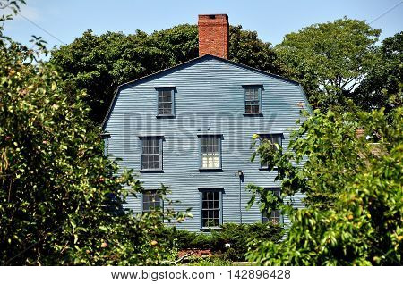 Middletown Rhode Island: C. 1730 Nichols-Overring Home at the  Prescott Farm Historic Site