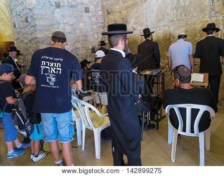 JERUSALEM - Juli 15: Jewish prayers and pilgrims beside Western Wall Juli 15 2015 in Jerusalem Israel.