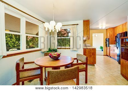 Nice American Dining Room Connected With The Kitchen .