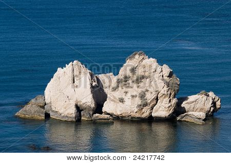 Centred rock in the sea