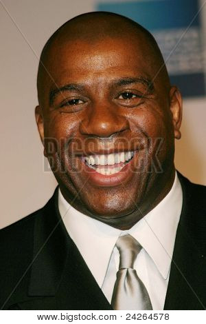 LOS ANGELES - 12 de fevereiro: Magic Johnson no ' um tributo a Magic Johnson - o Tip-off oficial de NBA