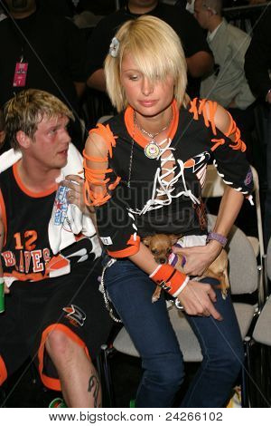 LOS ANGELES - FEB 13: Paris Hilton, Nick Carter at the NBA All Star Celebrity Game on February 13, 2004 at the Los Angeles Convention Center in Los Angeles, California