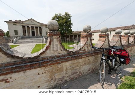 Fratta Polesine (rovigo, Veneto, Italy) - Villa Badoer And Bicycle