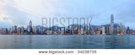 Horizonte en la mañana sobre Victoria Harbour en Hong Kong.