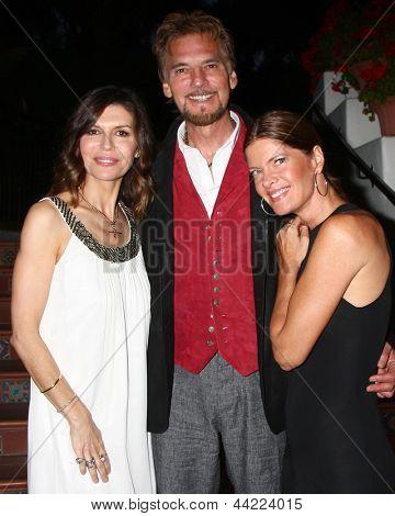 LOS ANGELES - APR 4:  Finola Hughes, Kenny Loggins, Michelle Stafford attends the gala fundraiser for the romantic comedy,