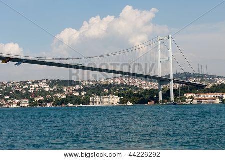 Istambul - Bosporus Bridge connecting Europe and Asia