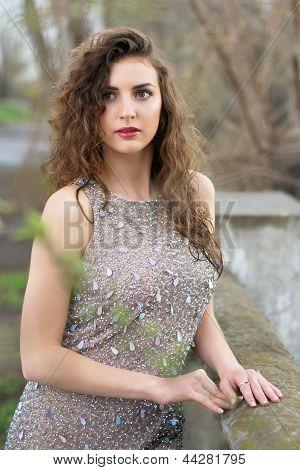 Atraente jovem senhora