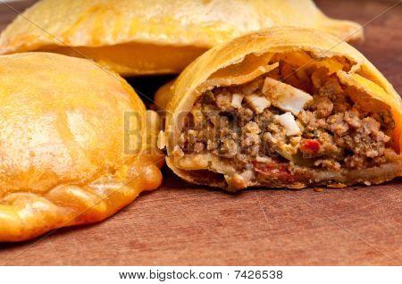 Empanada de carne aberta