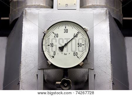 Manometers in high pressure industrial environment